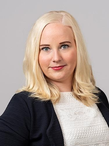 Jenna Koivula on osa Raksystemsin operatiivista ohjausryhmää.