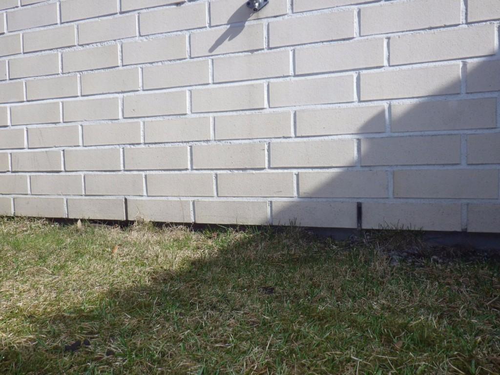 Matala sokkelikorkeus lisää ulkoseinärakenteiden kosteusrasitusta.